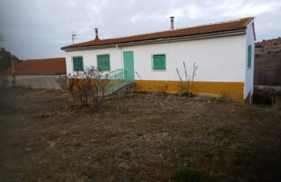 Casa de pueblo con 600 m2 de parcela en venta, en Cuevas de Ayllón