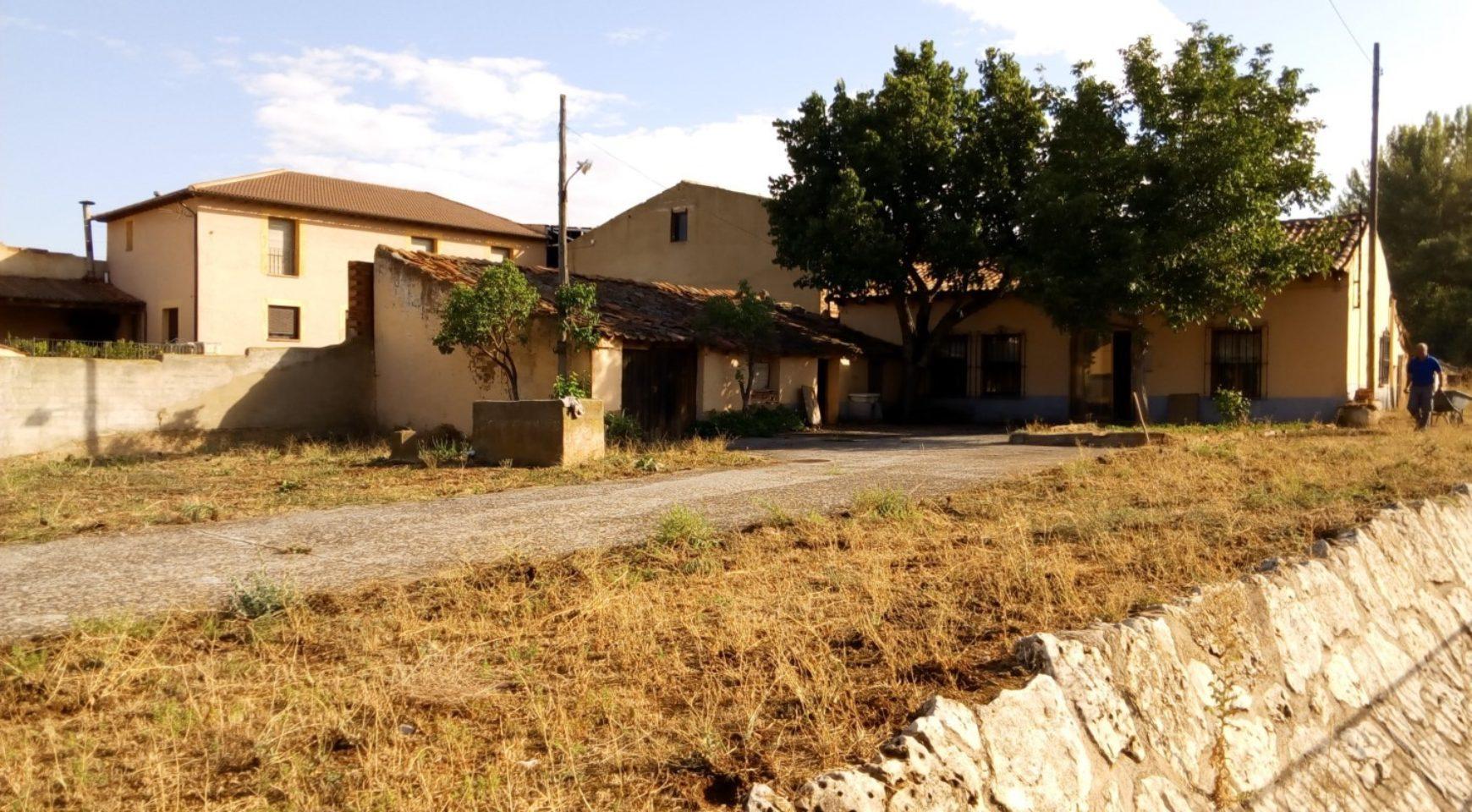 Casa con parcela en venta p del santo cristo 4 ayllon - Parcela con casa ...